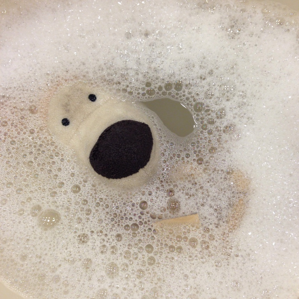 Boofle in the bath